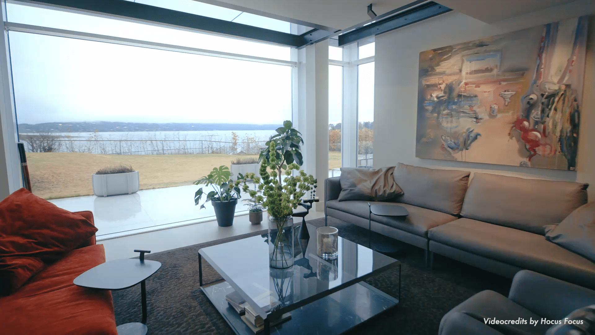 Herlige sofaer og bord fra Molteni, teppet er fra Svneske Kasthall